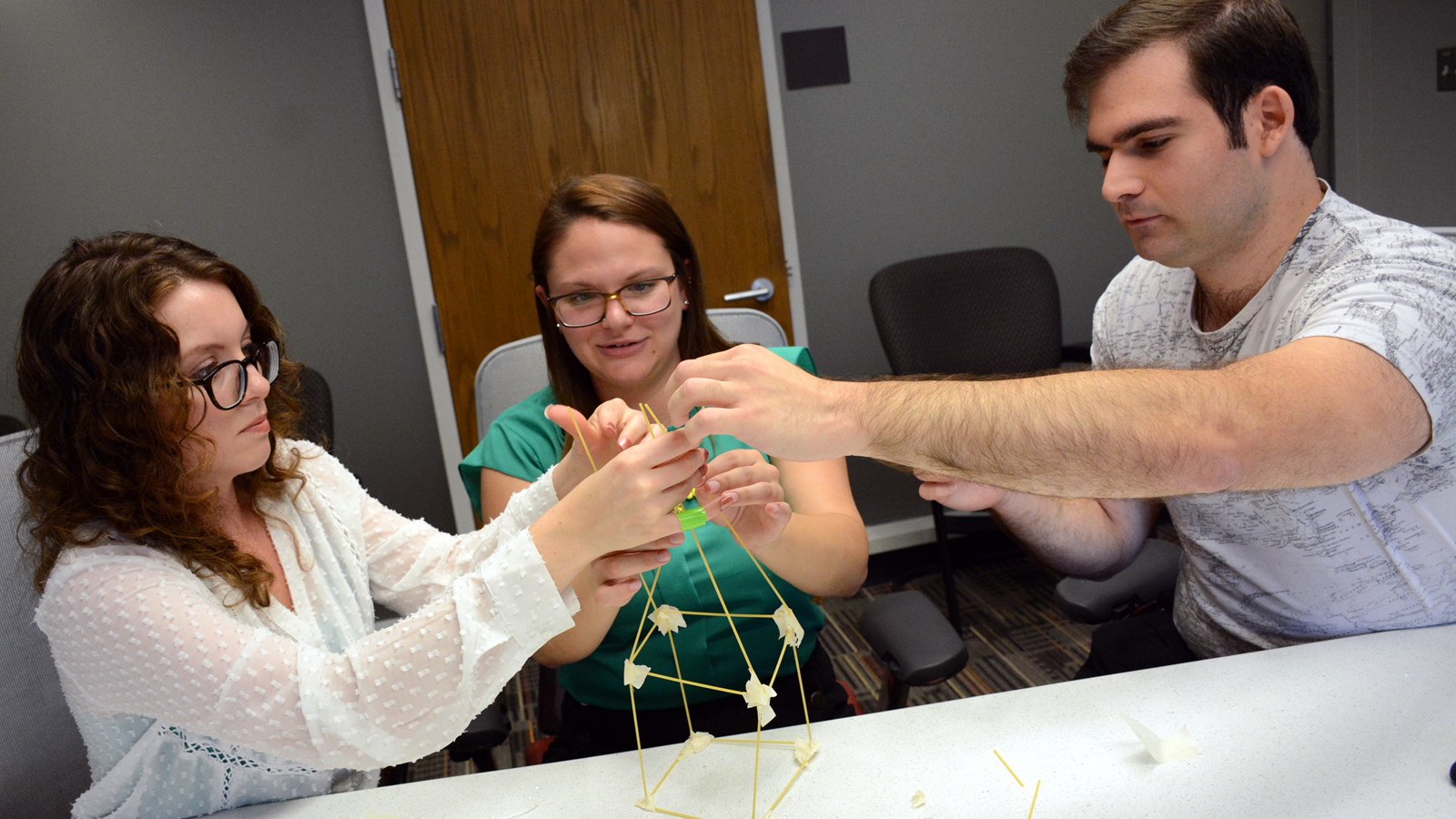 students build structure with marshmallows